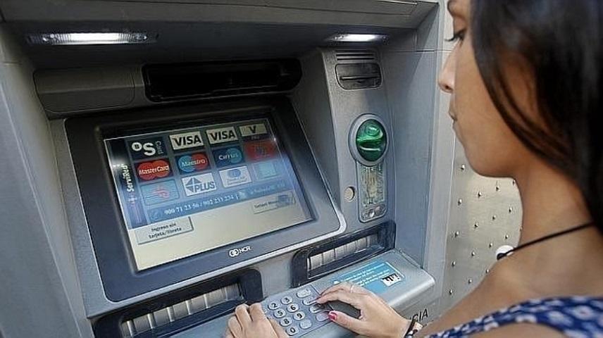 Взимание двойной комиссии за пользование банкоматами будет запрещено