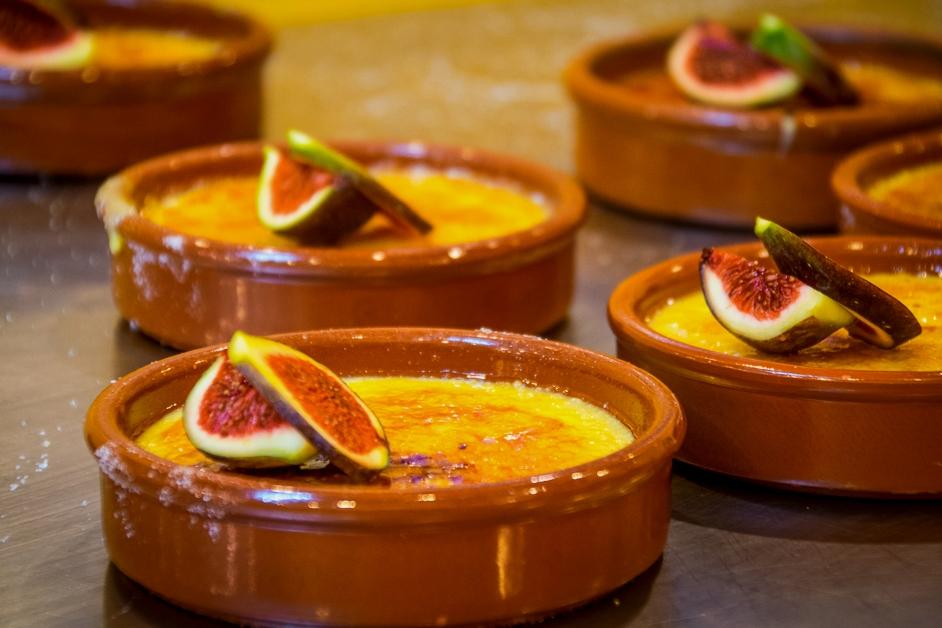 Фрукты или ягоды придадут дополнительные оттенки вкуса знакомому блюду