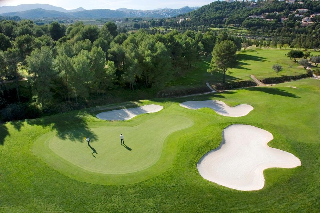 Качественные поля с разнообразным ландшафтом делают Аликанте привлекательным направлением для гольф-туризма