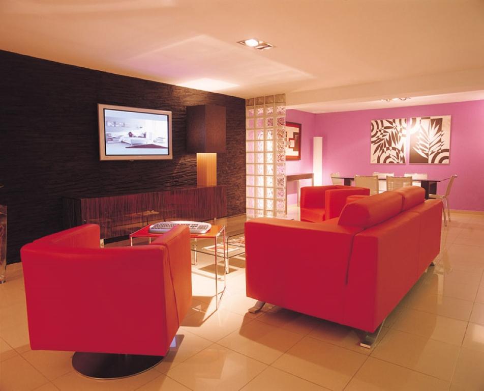 Muebles la f brica en barcelona muebles en espa a for Muebles baratos barcelona