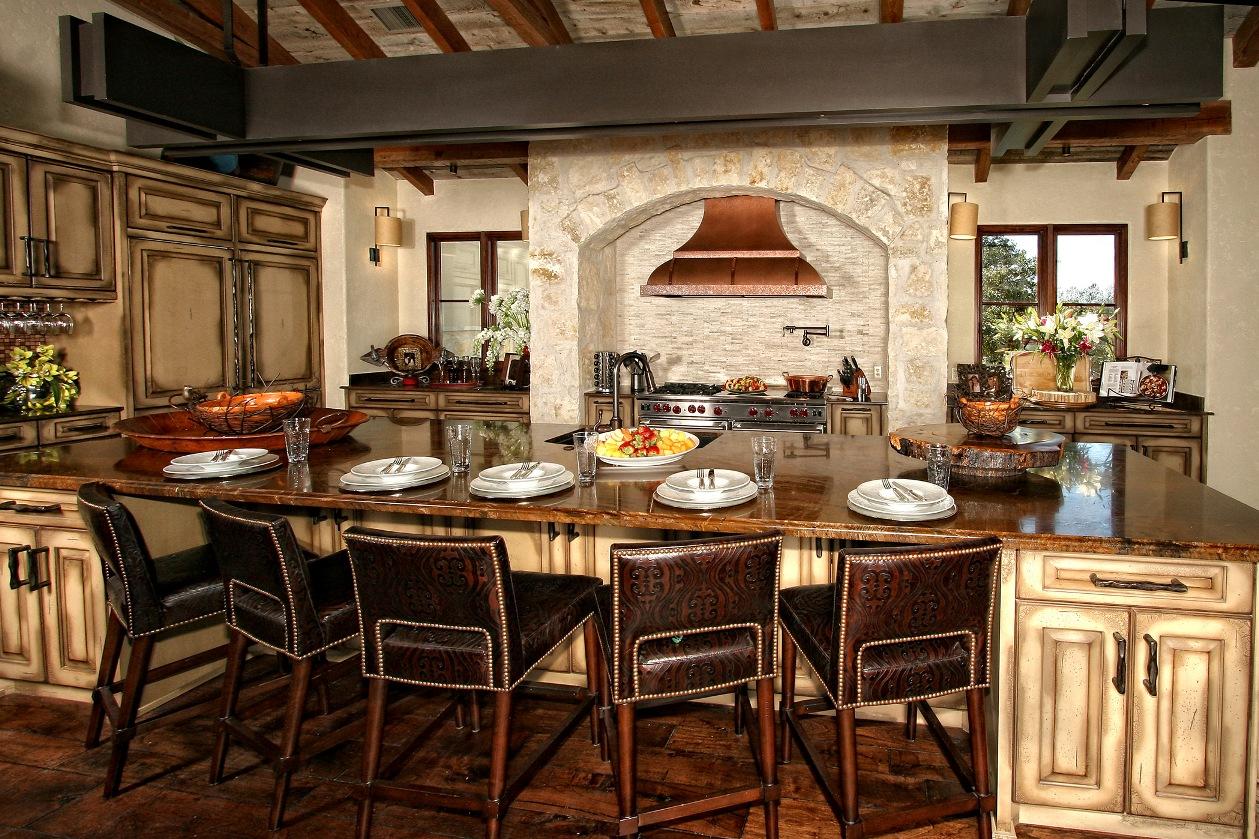 Однако главная цель кухонного интерьера – собрать за столом как можно больше близких людей