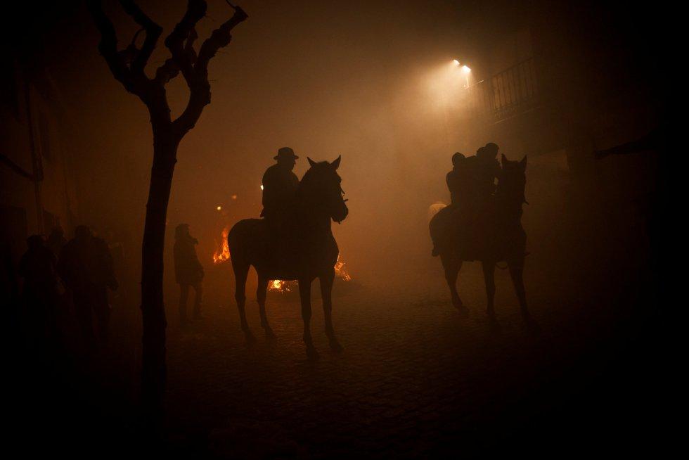 В Сан-Бартоломе-де-Пинарес прошел старинный фестиваль очищения огнем Las Luminarias