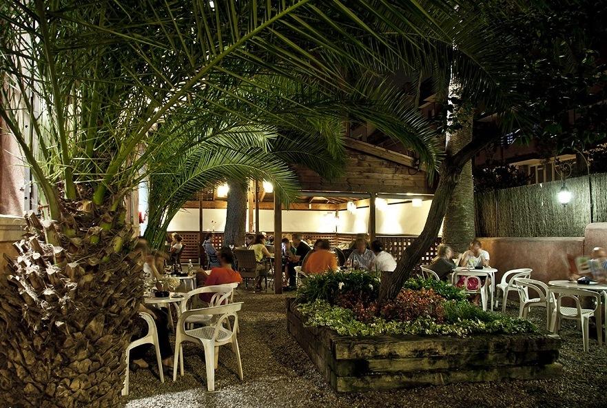 Коктейльный бар с террасой.Torre Rosa