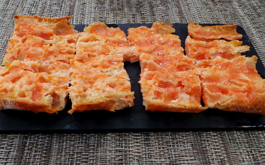 Хлеб с помидорами по-каталонски