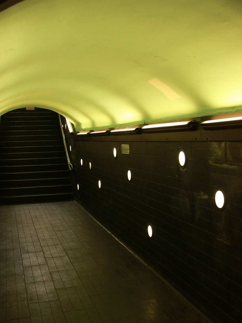 Станции метро в Барселоне