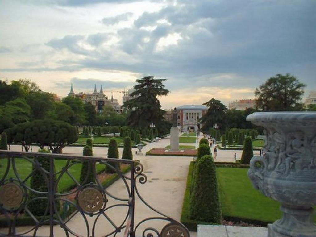 Parque del retiro en madrid parque municipal en espa a for Parques de madrid espana