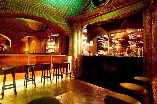 Лучшие коктейльные бары Барселоны. El Paraigua.