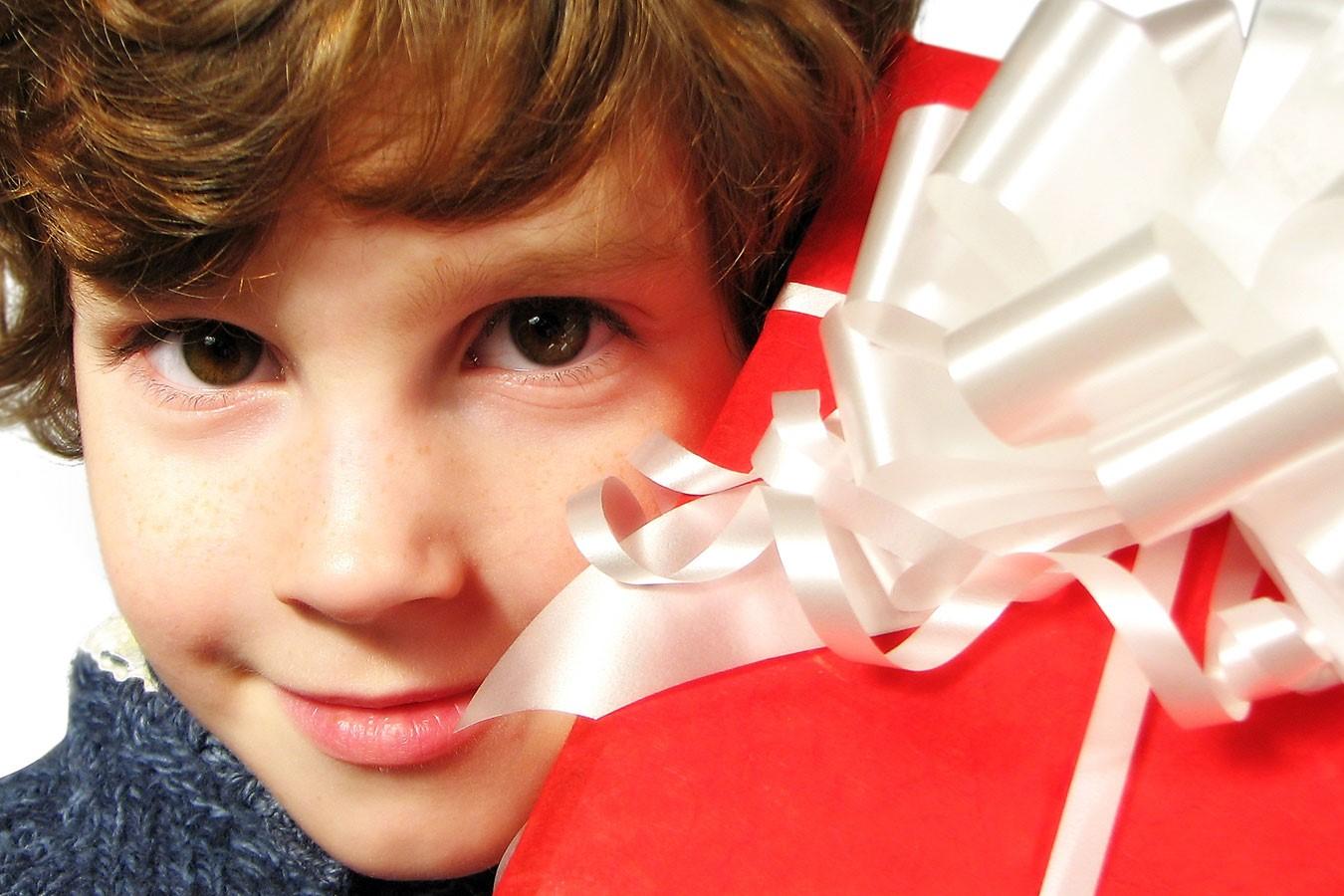 ТОП 10 подарков школьникам к любому празднику и для разных возрастов 19