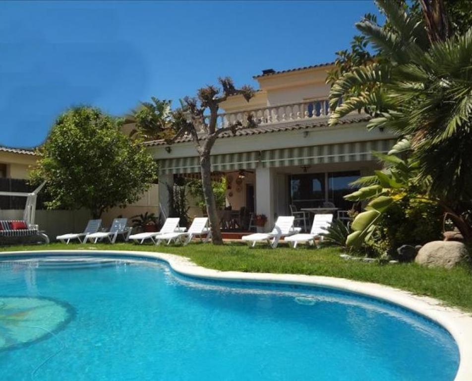 Villa de lujo mansion espa a tarragona calafell for Villas de lujo en madrid