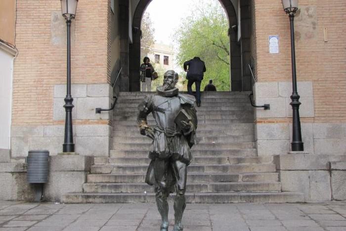 Памятник Сервантесу в Толедо