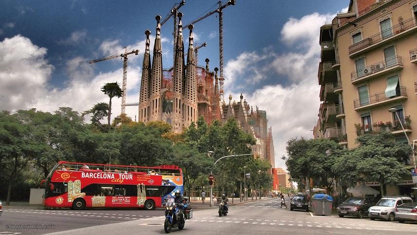 Огромное количество туристов вБарселоне жалуются намножество туристов вБарселоне