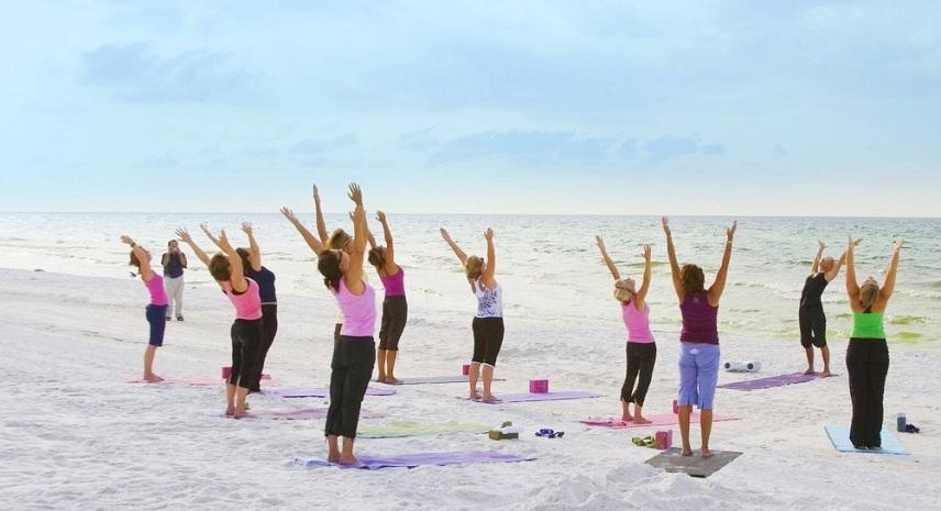 На пляжах Коста Бланки дают бесплатные занятия по физподготовке