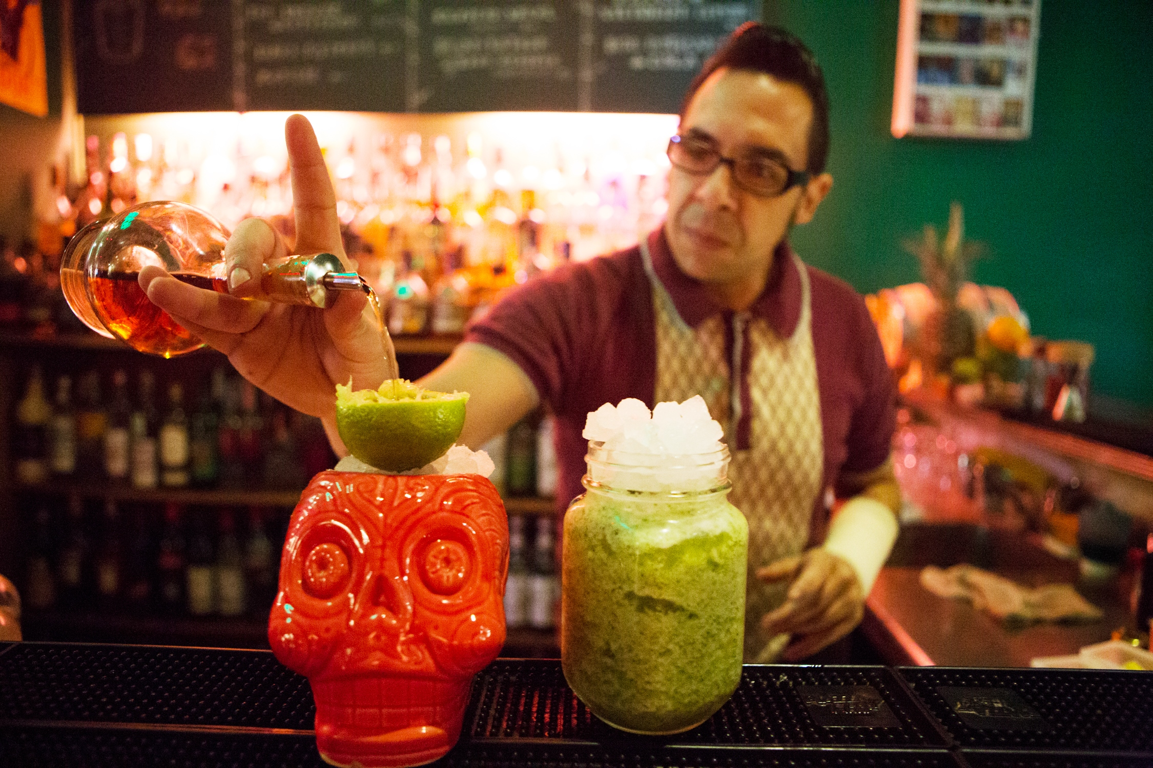 Коктейльный тики-бар в Барселоне. Tahit?