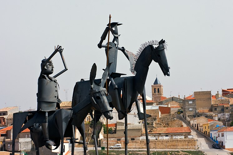 Памятник Дон Кихоту и Санчо Пансе в Мунере