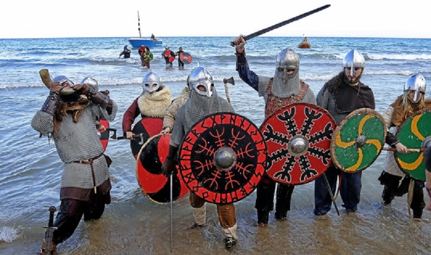 На пляже в Аликанте высадились викинги