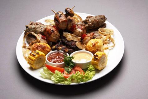 Мясное блюдо «ла париллада» (исп. la parillada), которое можно попробовать в ресторанах Андорры