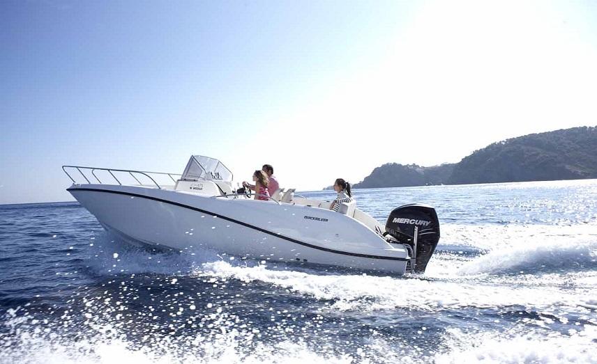 Моторная лодка в Ситжесе. Испания по-русски - все о жизни в Испании