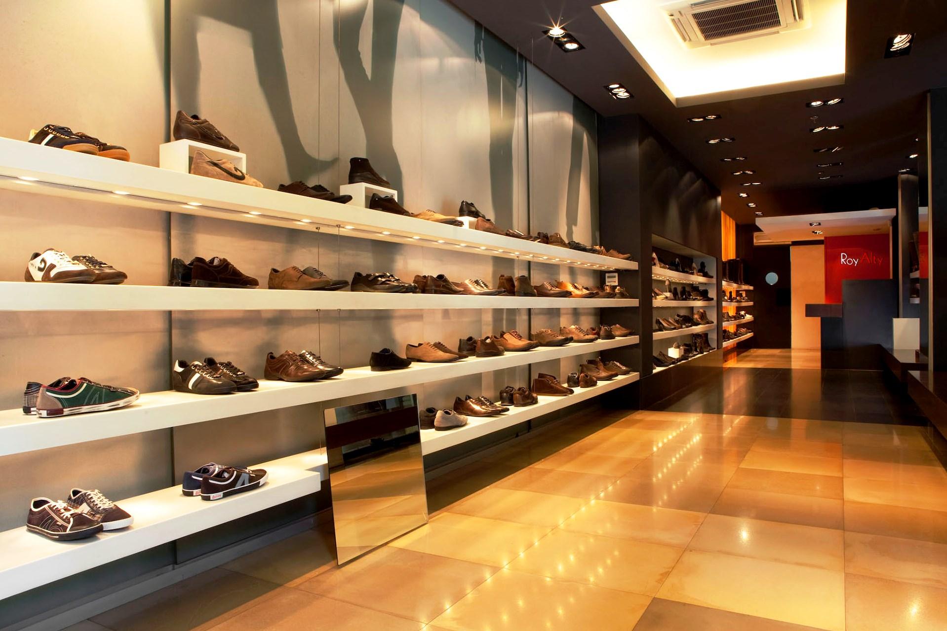 В магазине обуви картинки