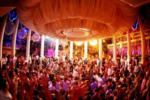 Ночной клуб Ибицы Es Paradis