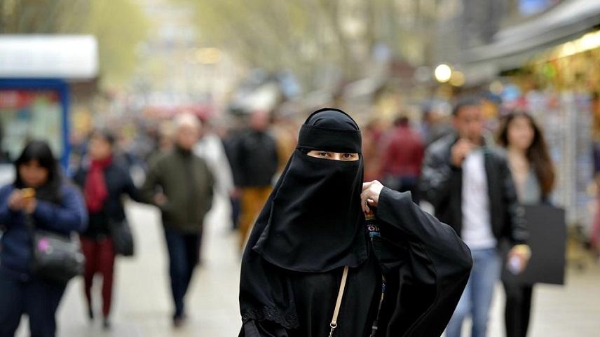 ВБарселоне националисты напали набеременную мусульманку вхиджабе