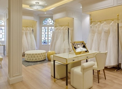 На минувшей неделе знаменитая каталонская марка свадебной моды «Pronovias» открыла свой флагманский магазин в жаркой Севилье. Новый бутик разместился в