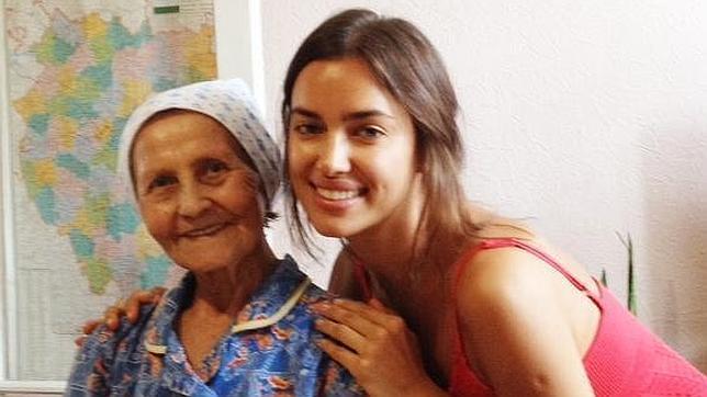 Проводит отпуск в деревне у бабушки