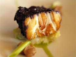 Испания Морской черт, запеченный в духовке с черными оливками