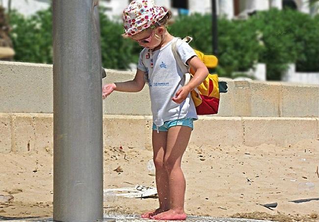 Испания В Галисии вводят сбор за пользование пляжными душами